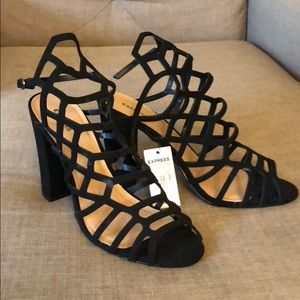 NWT Cut out heeled sandals